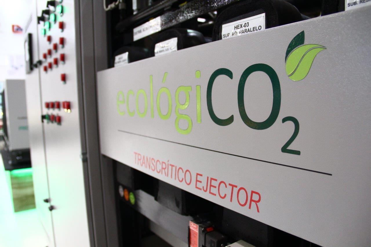 Sistema de refrigeração comercial com dióxido de carbono