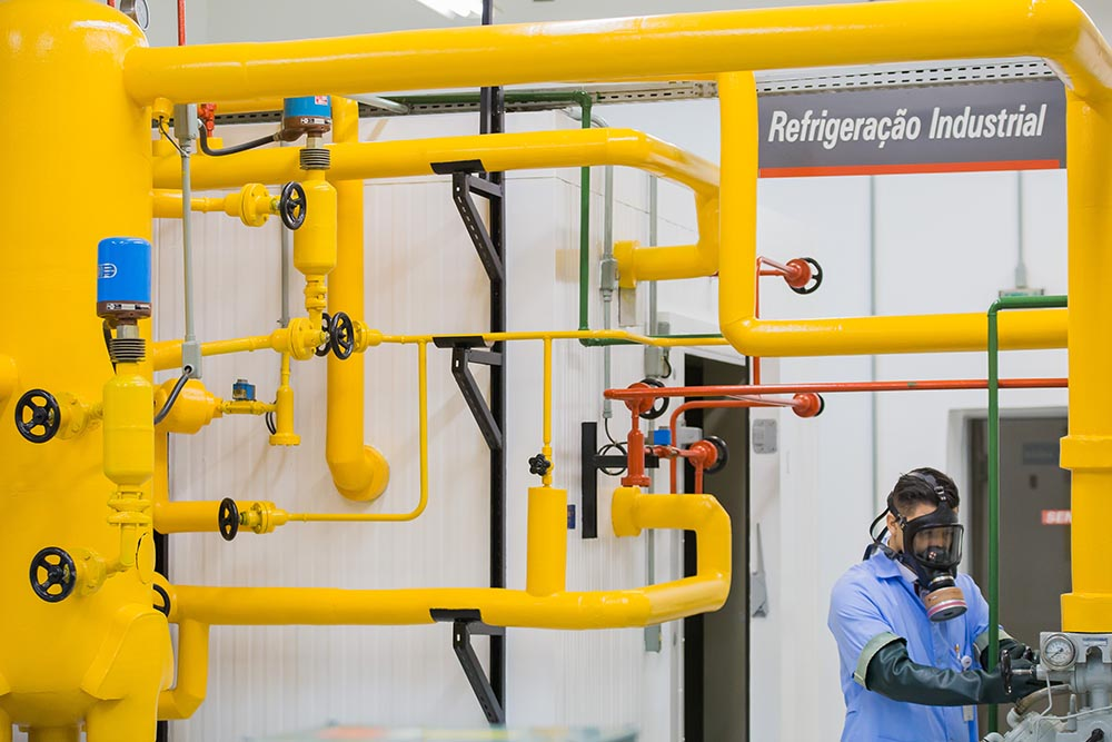 Sistema de refrigeração com amônia do laboratório de refrigeração industrial do Senai Ipiranga