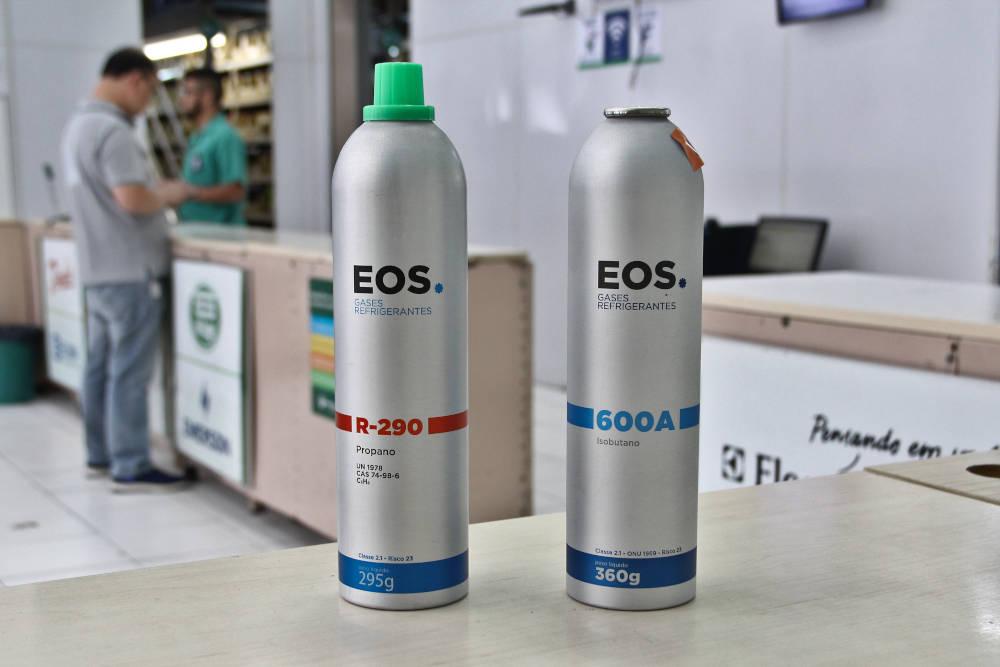 Fluidos refrigerantes propano (R-290) e isobutano (R-600a) comercializados pela Frigelar sob a marca EOS