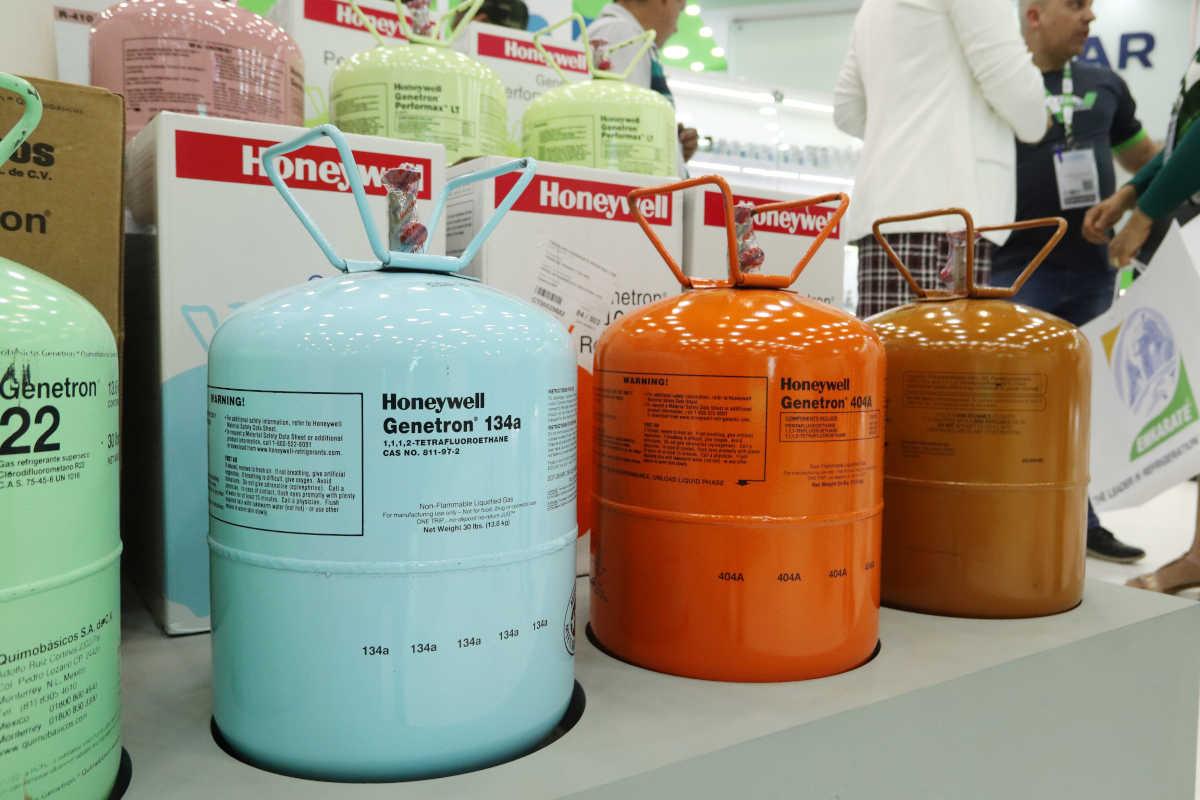 Fluidos refrigerantes da Honeywell em loja da Frigelar | Foto: Nando Costa/Pauta Fotográfica