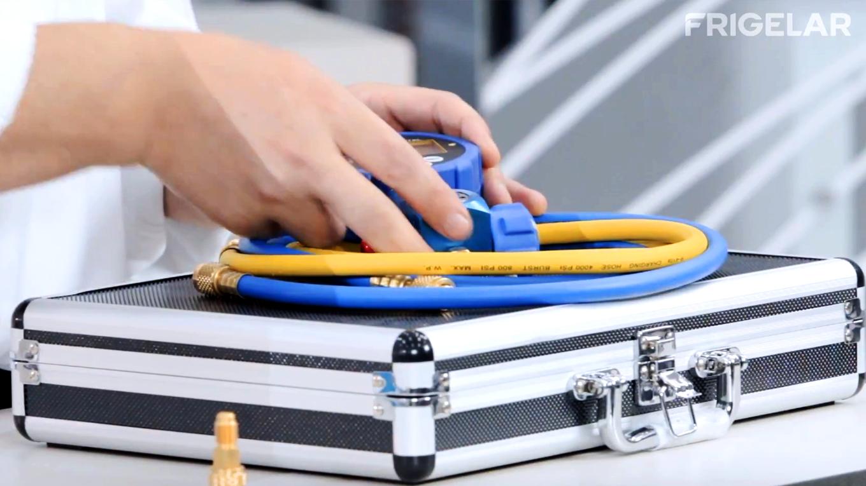 Manifold utilizado na manutencao de linha de succao congelada de ar condicionado